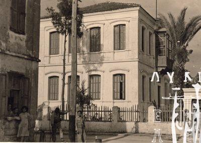 Καλλιόπη Μουσαίου, Κτήριο της Μάκρης, 1952